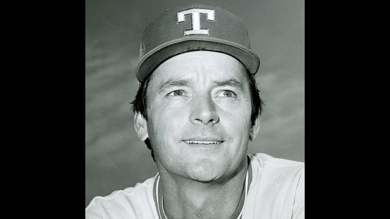 Former pitcher, coach Brown dies at 73